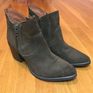Steve Madden Suede Pierce Booties Size 9